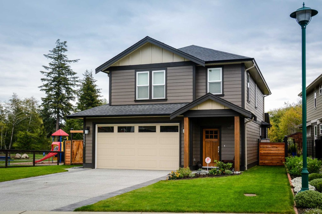 The Sombrio - 3 bed, 3 bath, double garage with Geothermal.